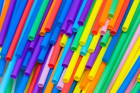 Tradičné plastové slamky