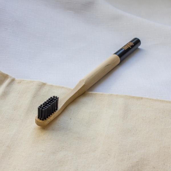 Čierna bambusová zubná kefka –Jemná