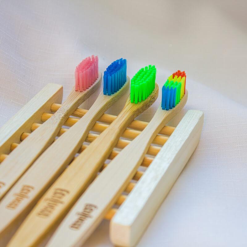 Bambusové zubné kefky 4ks | Funky Set s držiakom