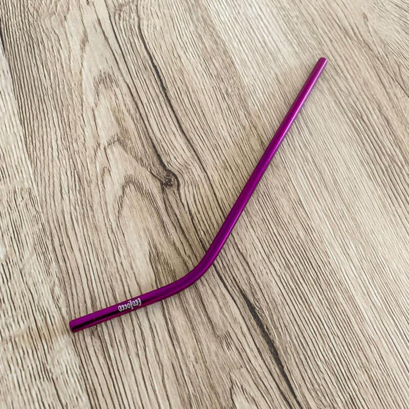 Purpurová kovová slamka – zahnutá